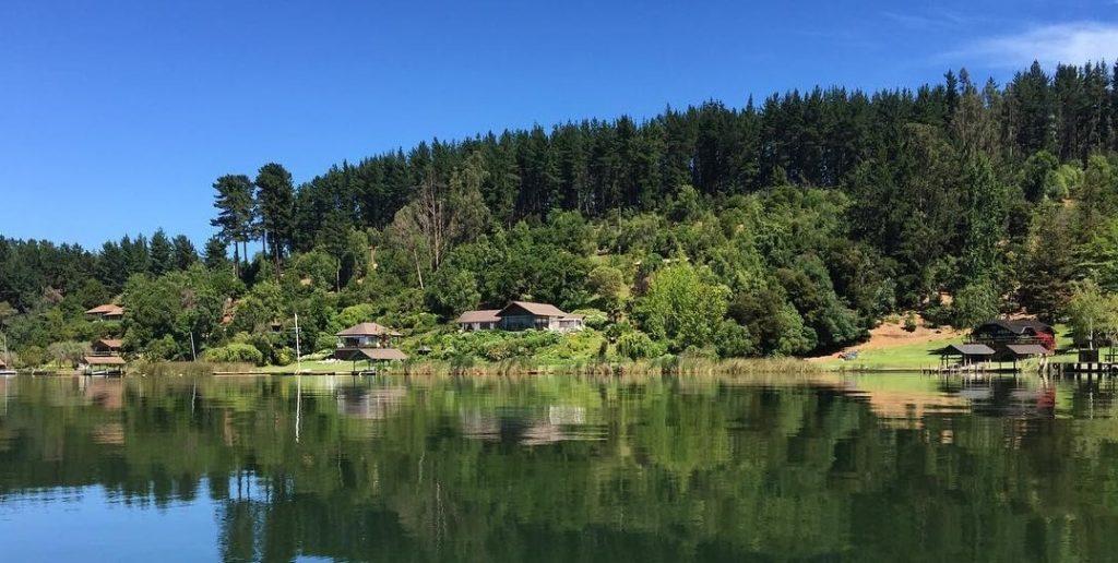 El Lago Vichuquén es uno de los lagos chilenos para ir de vacaciones.