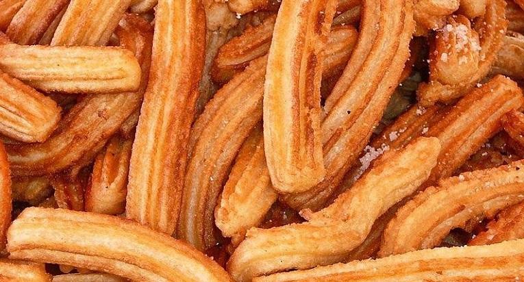 Los churros son uno de los dulces chilenos que son infaltables en cualquier viaje a la playa.