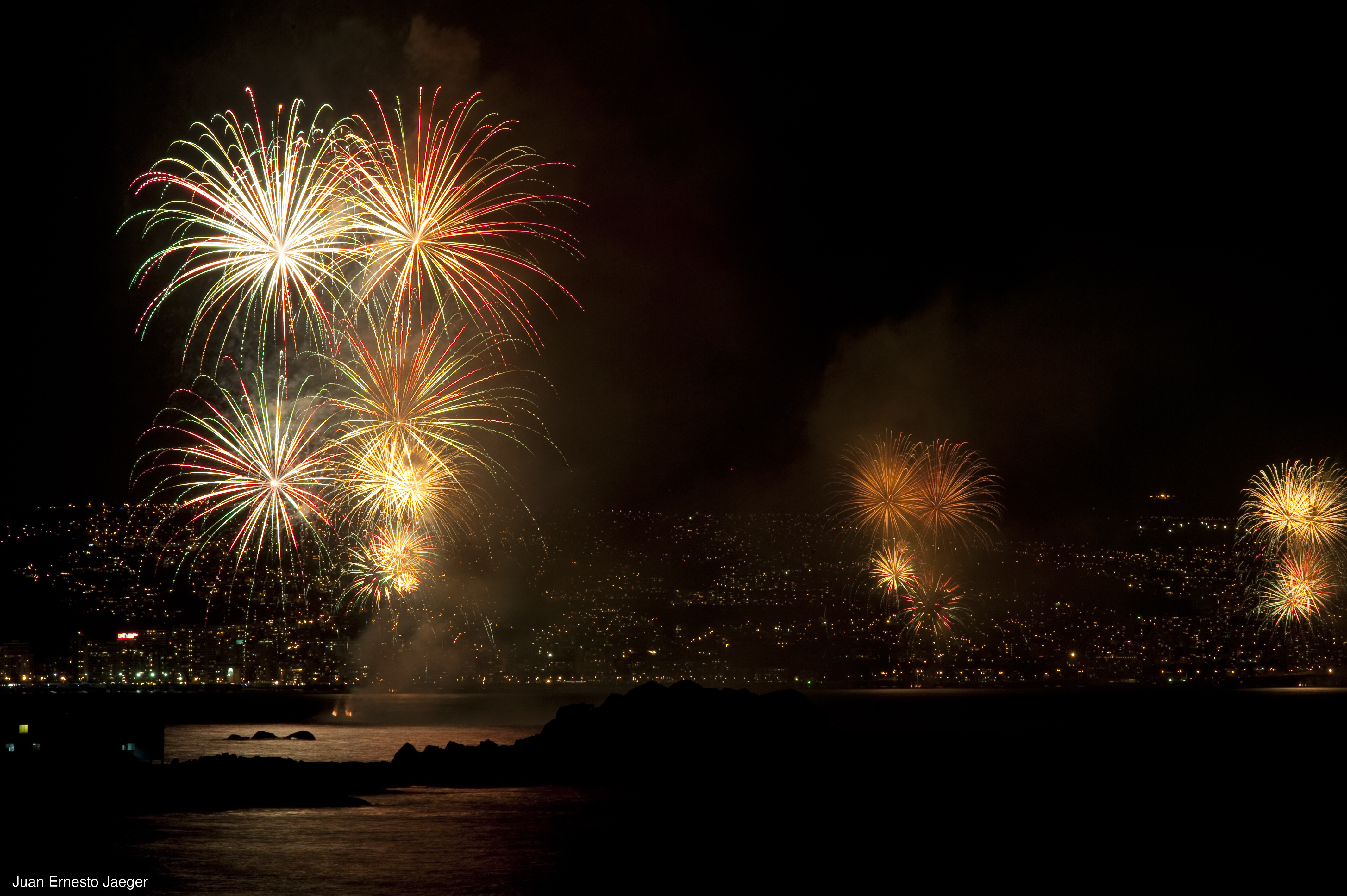 Fuegos artificiales para celebrar el año nuevo en Chile