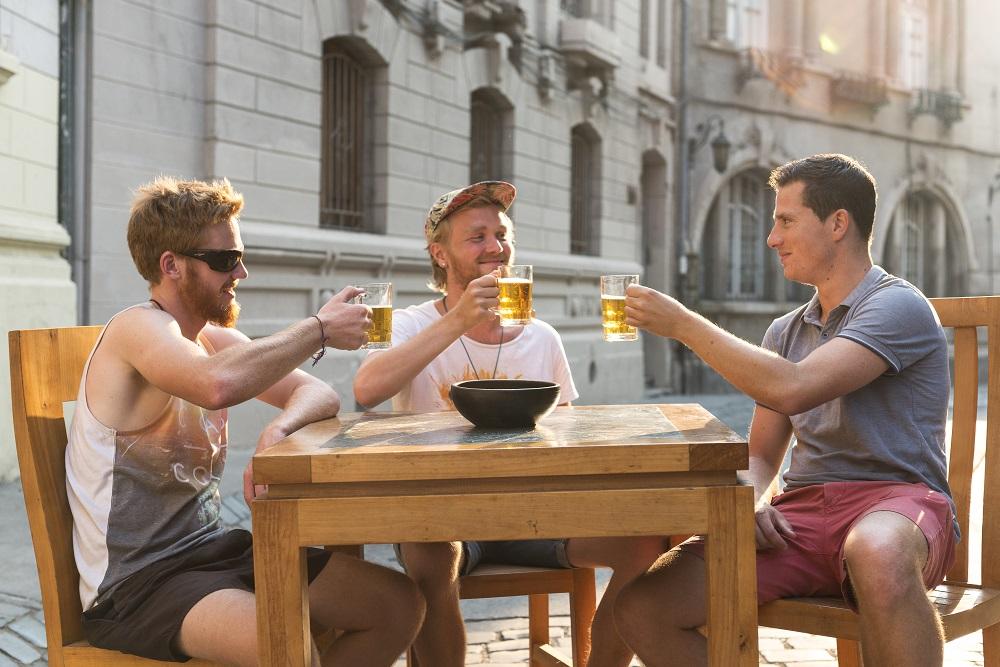 Verano en Santiago: Disfrutar de una cerveza en el centro histórico