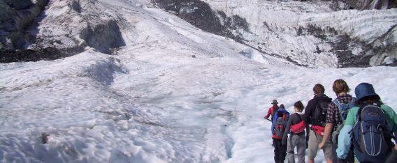Trekking en los glaciares es uno de los imperdibles en un viaje por la Patagonia