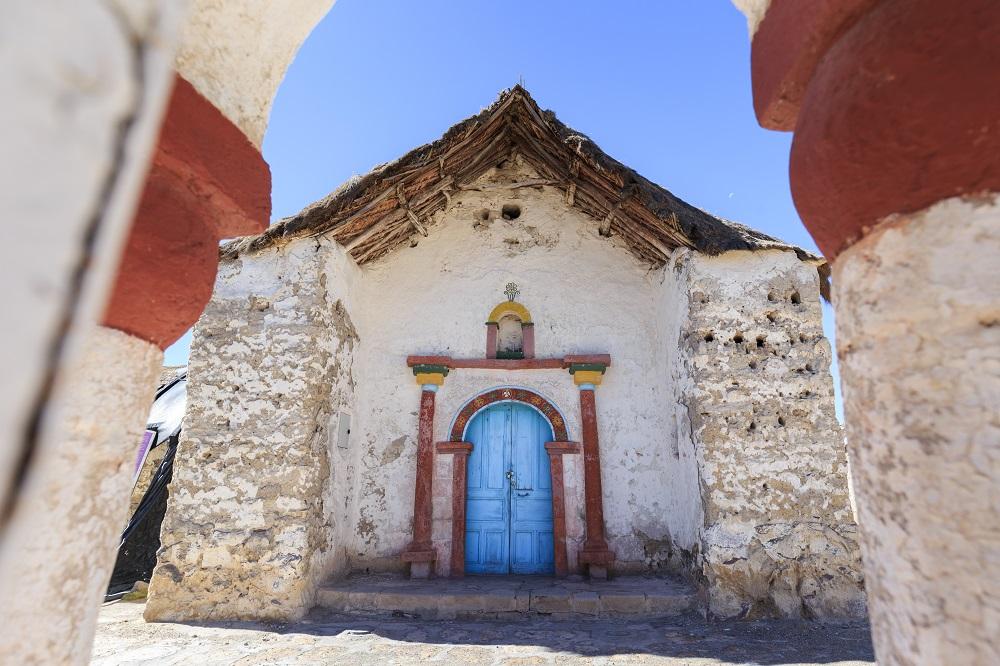 Iglesias del altiplano en un viaje al norte de Chile