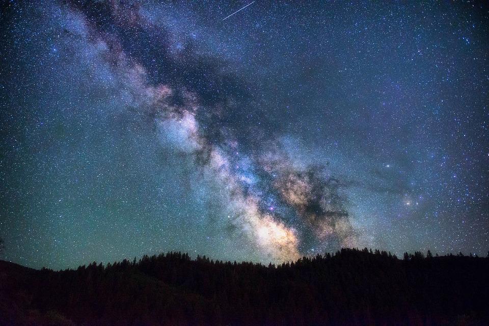 Astronomía en Chile y paisaje nocturno de la vía láctea