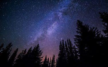 Imagen nocturna de un cielo estrellado