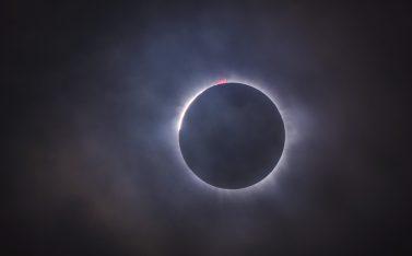 Imagen de un eclipse solar, cuando la luna tapa el sol
