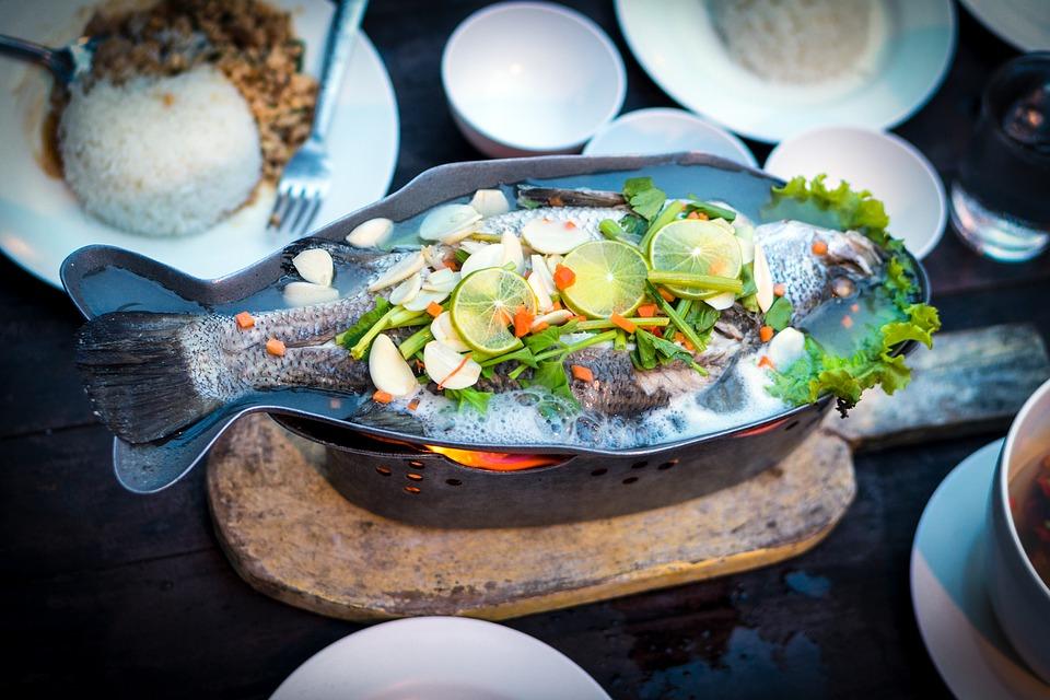 Plato de mariscos y pescados en las caletas chilenas