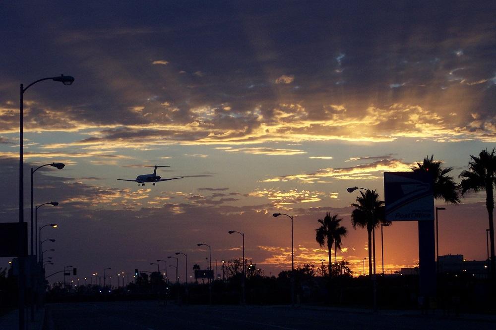 4 días en Iquique y avion despegando al atardecer