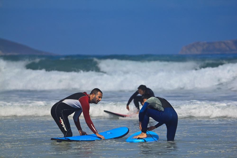 Enseñando la practica del surf