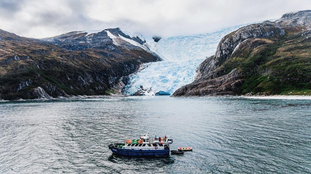 navegación hacia los glaciares de la región de Magallanes