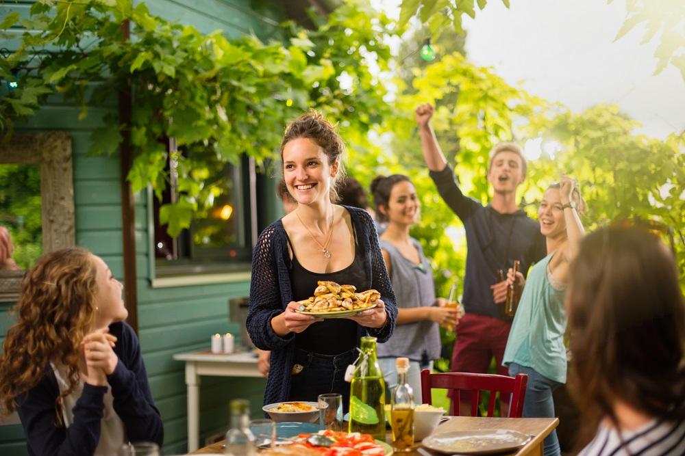 empanadas y bebidas en celebración de fiestas patrias chilenas