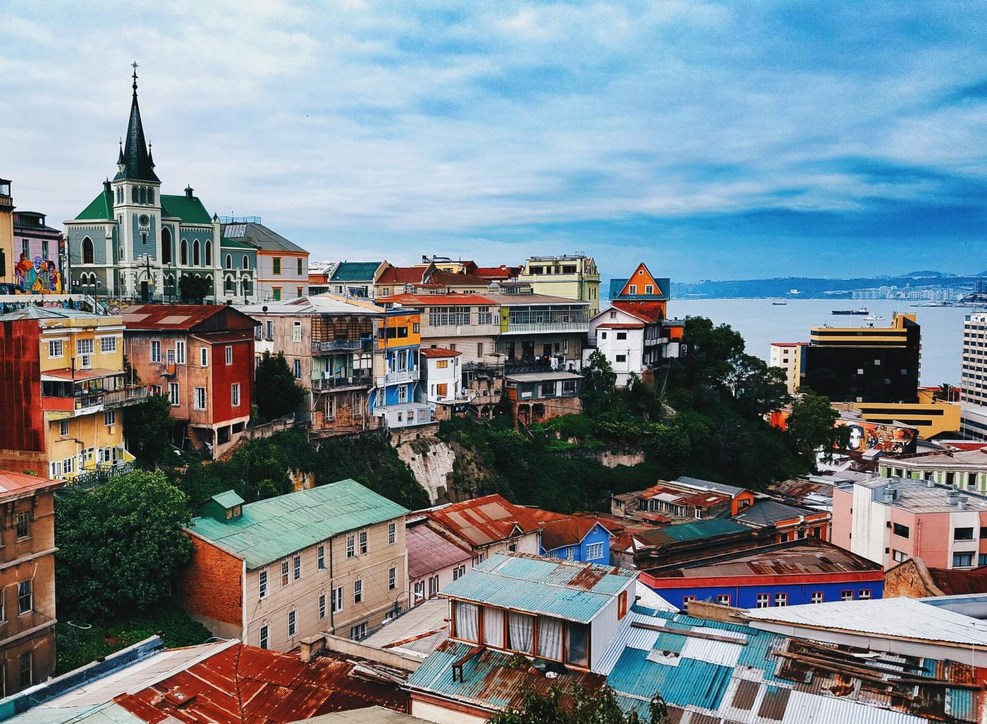 Imagen de los cerros coloridos de la Región de Valparaíso