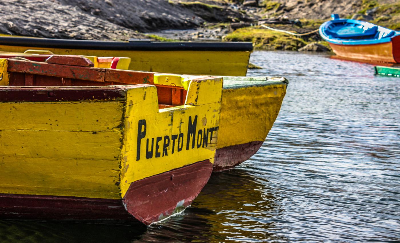 Imagen de un bote en el mar