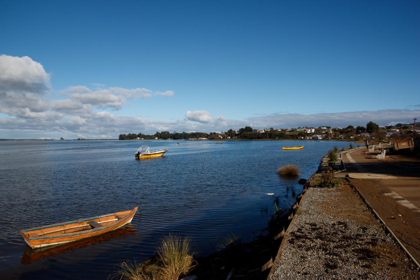 Imagen de una bahia en la Región de los lagos