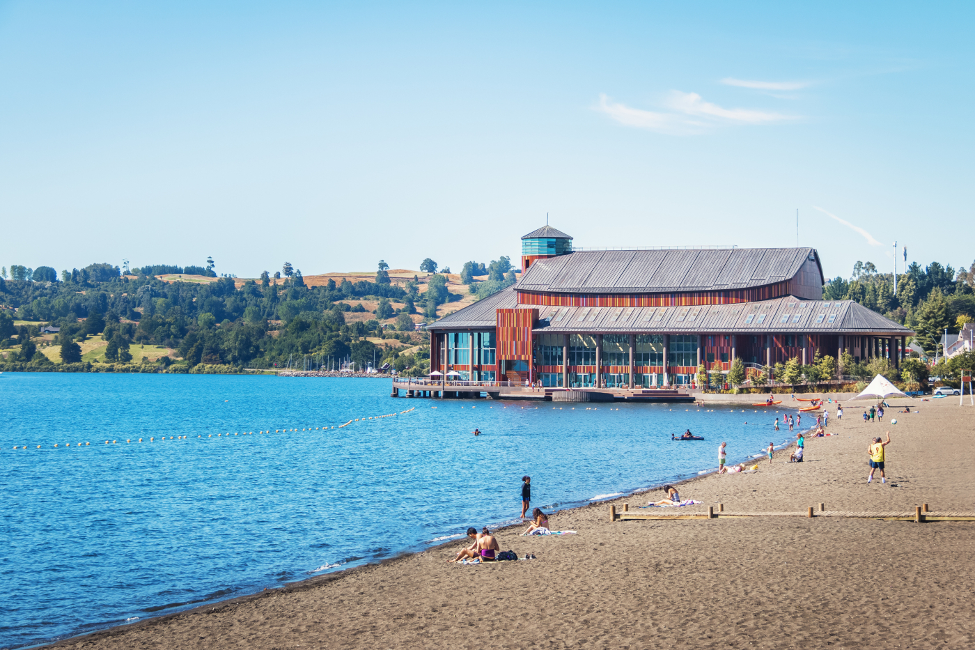 Imagen de Frutillar y del teatro del Lago
