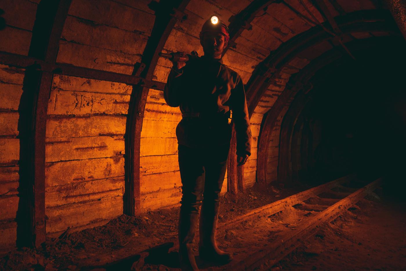 Imagen de un minero bajo la mina