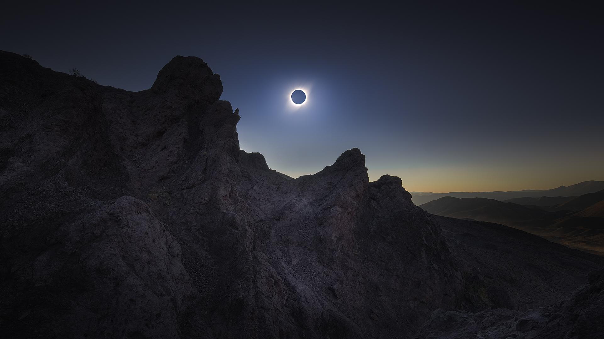 Imagen de un eclipse solar total en Chile