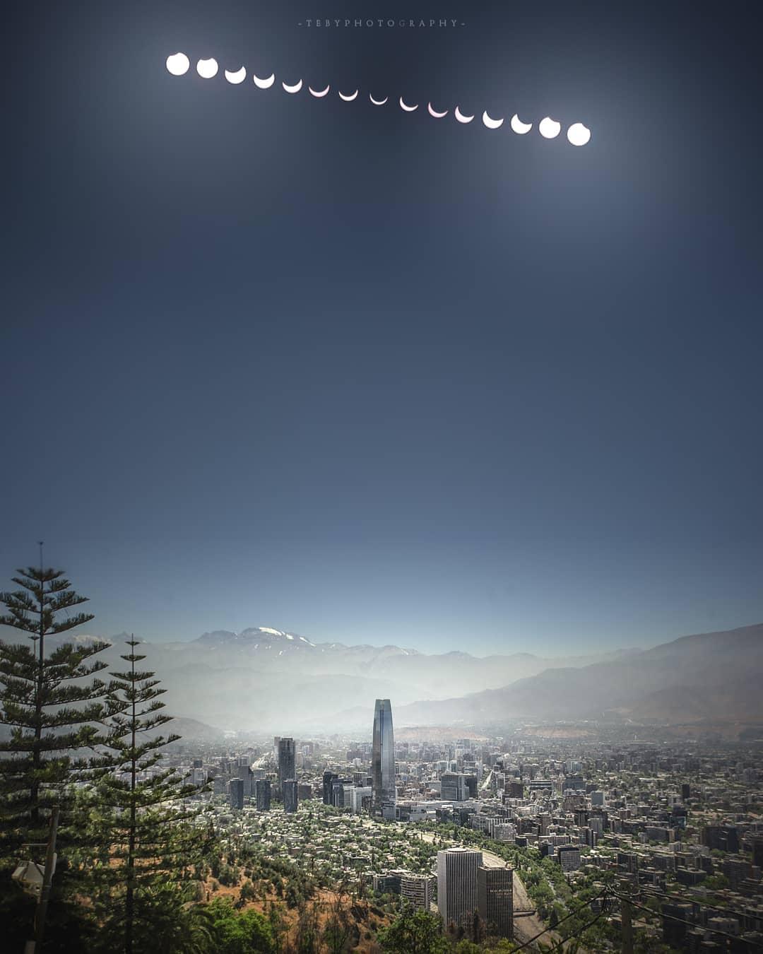 Imagen del eclip´se solar 2020 tomada desde Santiago