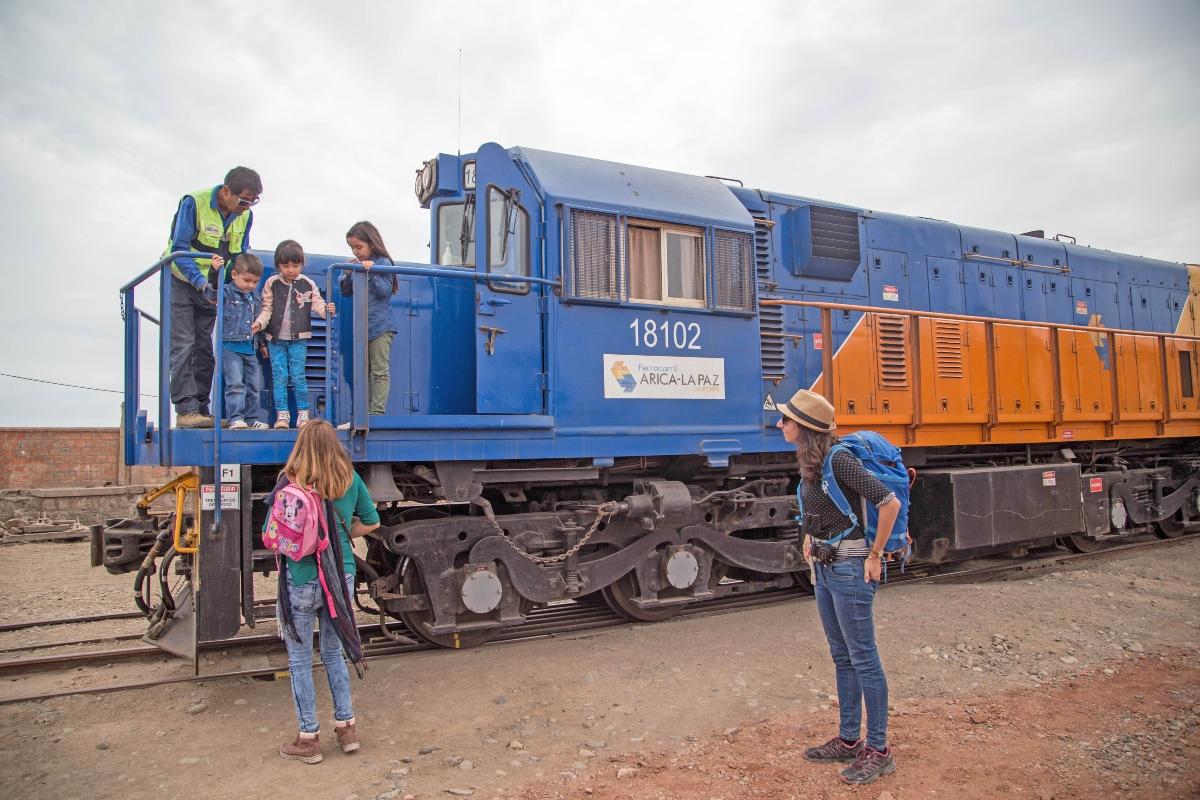 Imagen del tren turístico Arica-Poconchile con sus pasajeros
