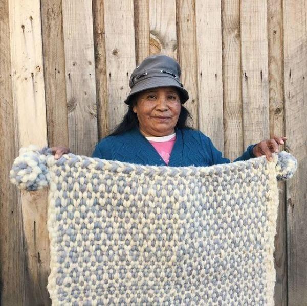Mujeres tejedoras frazada de broca