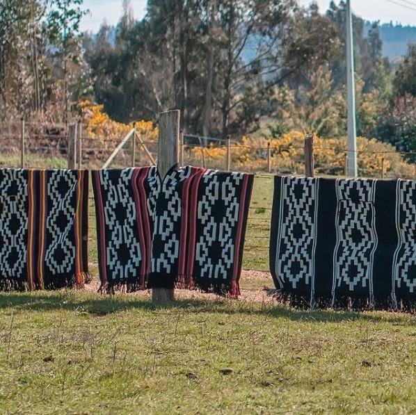 mujeres tejedoras telas mapuche