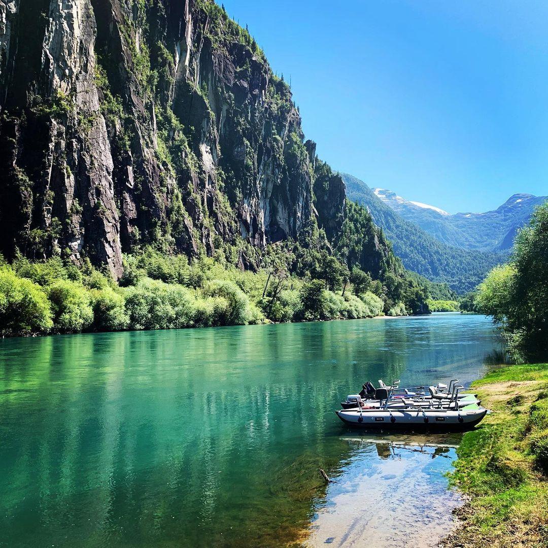 Futaleufú- imagen de sus aguas claras en medio de la naturaleza