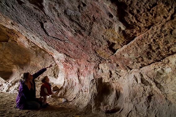 Cueva de las Manos donde se ven pinturas rupestres en Aysen