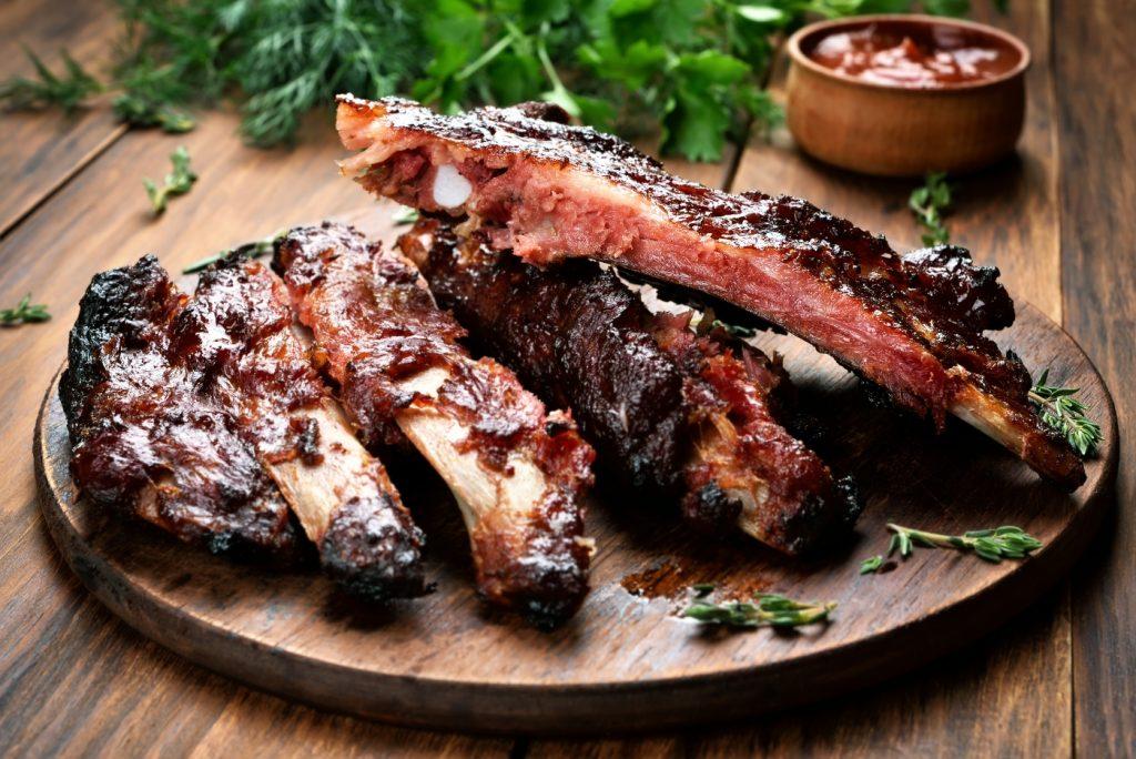 El costillar de cerdo es uno de los platos típicos de comida chilena