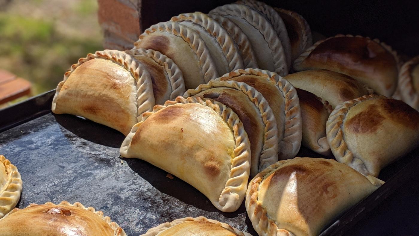 Empanadas de horno recién salidas del horno