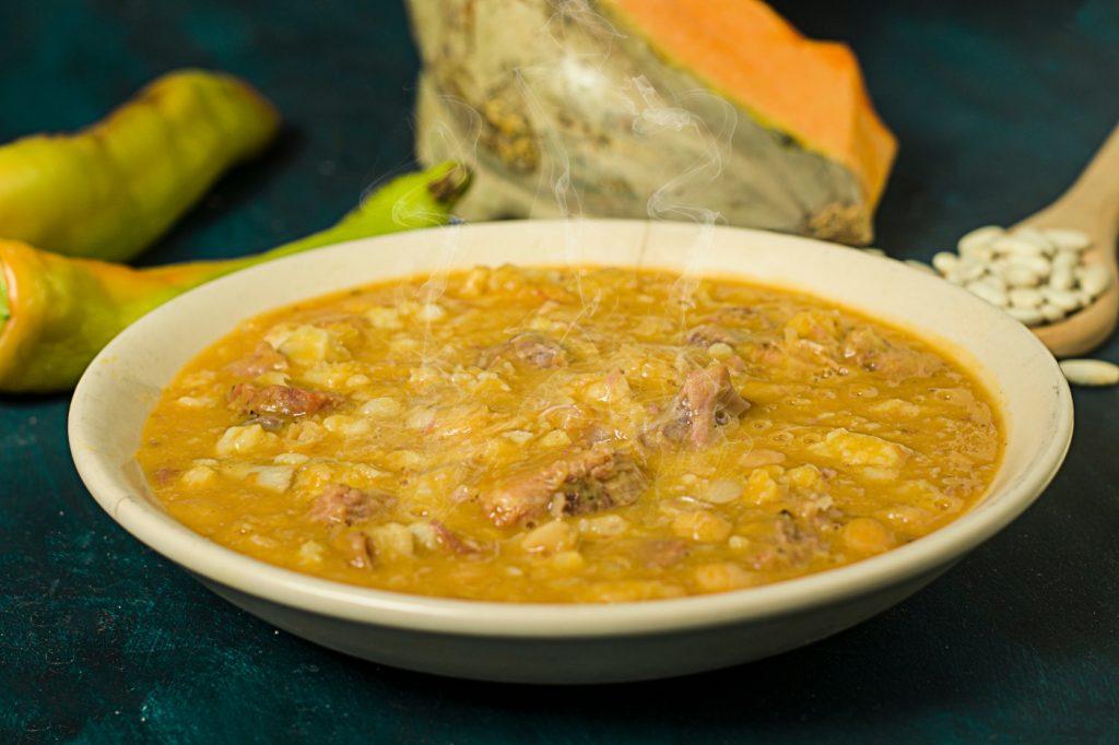 Locro de trigo, receta de la comida chilena